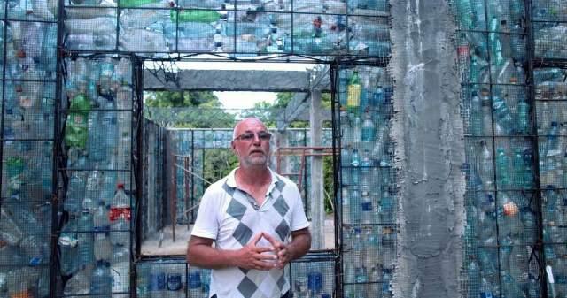 Картинки по запросу robert bezeau plastic bottle village