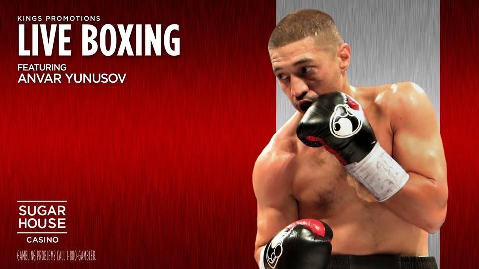 Таджикский боксер Анвар Юнусов готовится к поединку против американца Мартино Джулеса