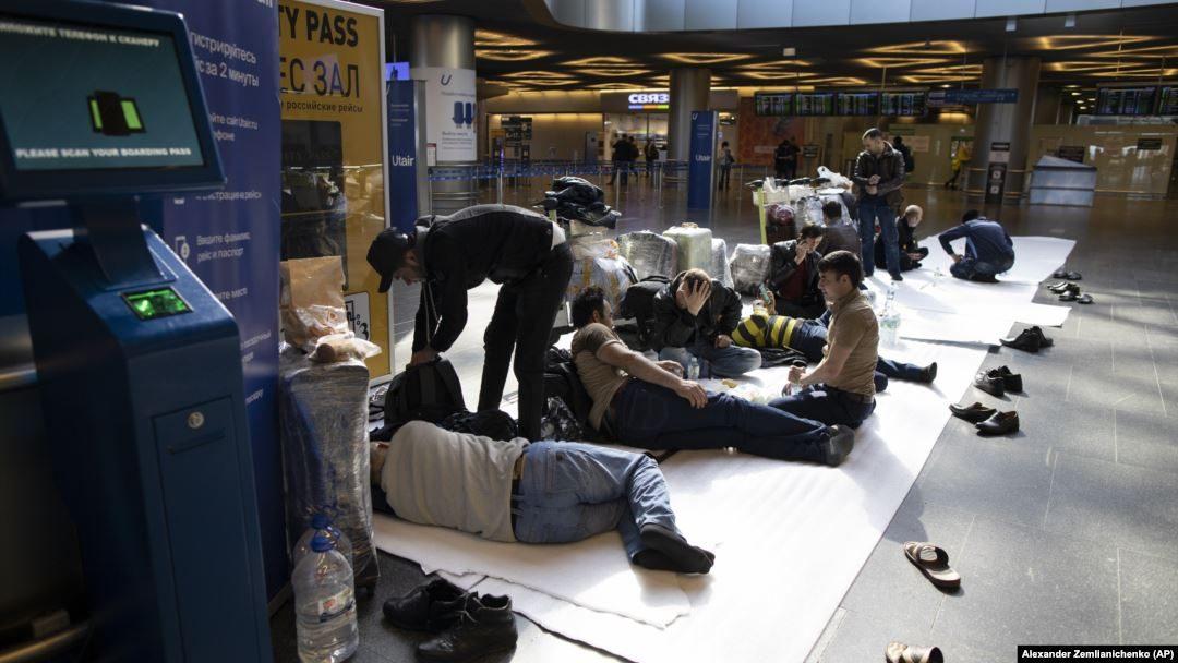 Мигрантов из «Домодедова» выгнали на улицу, как ответил МИД РТ?