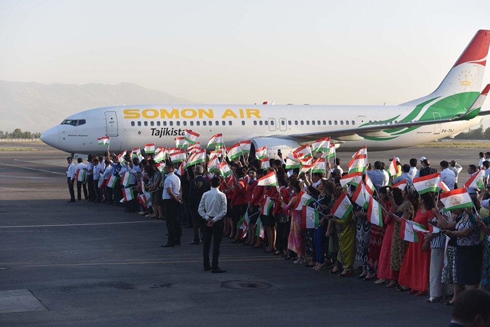 Таджикские мигранты из Казахстана вернулись домой