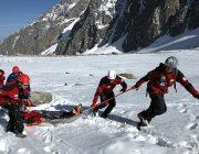 Спасатели МЧС дежурят на горных дорогах Таджикистана