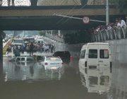 Проливные дожди обрушились на Таджикистан.
